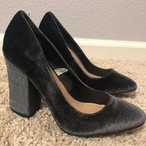 Size 6 MOSSIMO   Bluish-Dark Gray Chunky Heel Pump